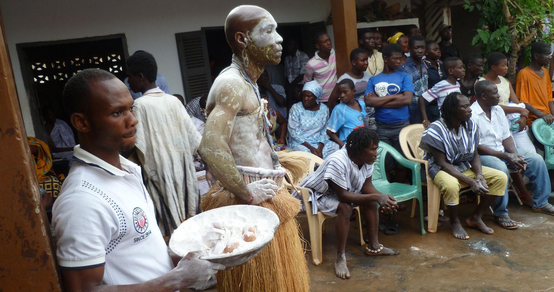 Nana Kwabena Bena at akom